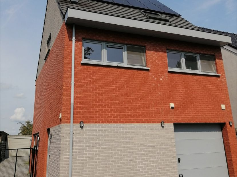 Instapklare gezinswoning (2009) met 4 of 5 slaapkamers op een perceel van 684 m².<br /> Het centrum van Oud-Turnhout ligt op fietsafstand.  Vele wande